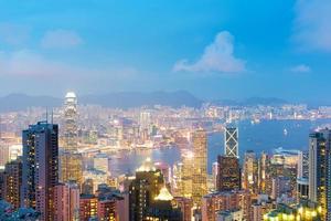 panorama del horizonte de hong kong en la noche foto