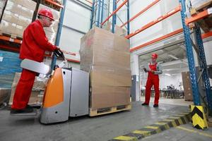 Goods delivery in storehouse