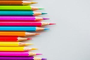 kleur potloden geïsoleerd op een witte achtergrond close-up