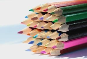 lápices de artistas coloridos foto