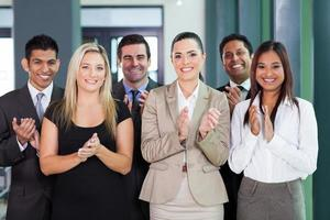 grupo empresarial aplaudiendo foto