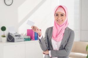 gerente con tarjeta de presentación foto