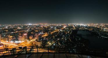 Vista de ángulo alto del paisaje urbano de Beijing en la noche foto