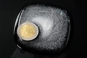 euro dans la glace en feu