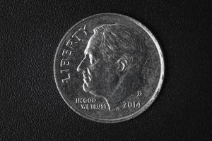"""moneda estadounidense con la frase """"en dios confiamos"""" foto"""