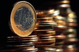 stapels munten concept dollars euro dollar wisselkoers economie