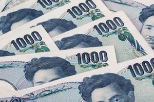 pila de yen japonés o billetes japoneses foto