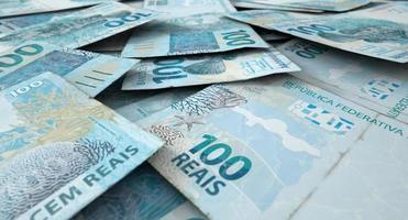 verspreide bankbiljetstapel