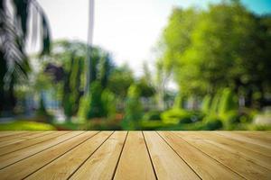 perspectiva de madera y fondo claro bokeh foto