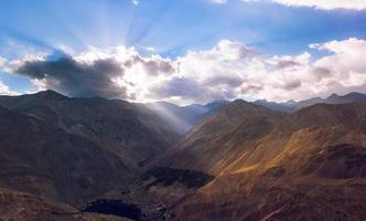 hoge bergweg in de Himalaya