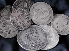 viejas monedas de plata foto