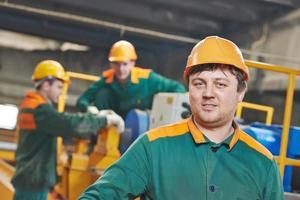 Retrato de trabajador de fábrica industrial foto