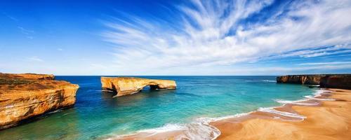 vista do mar e horizonte na ponte de londres, austrália.