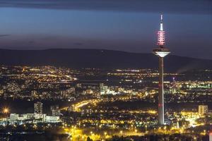 frankfurt am main paisaje urbano de alemania en la noche foto