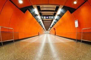 los túneles vacíos del metro foto