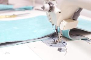 Máquina de coser de cerca. foto