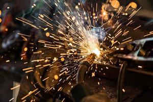 soldadores en acción foto