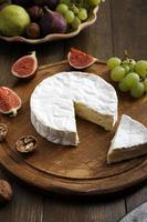 vista superior diario producto camembert, queso blando