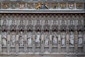 Statua Abbazia di Westminster di notte, Londra, Inghilterra, Regno Unito.