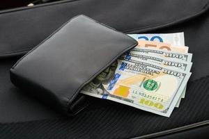 dólares e euros