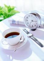 despertador y café