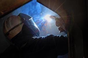 MIG welder uses torch photo