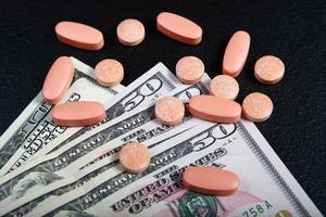 la compra de medicamentos por dinero foto