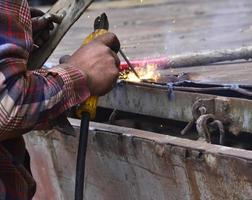 Dangerous welding without protective work wear