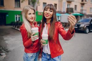 meisjes met telefoon