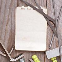 outils en papier et en métal
