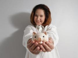 Closeup retrato de mujer de negocios joven linda foto
