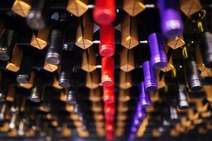 botellas de vino en un estante