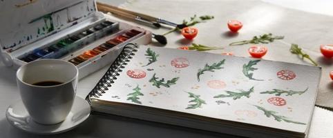 cherry tomatoes ans arugula