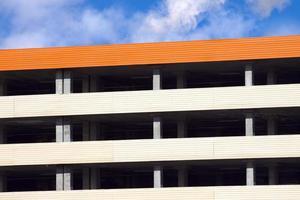 closeup de estacionamento de vários andares vazio multinível