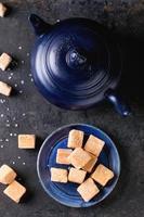 dulce de azúcar y tetera foto