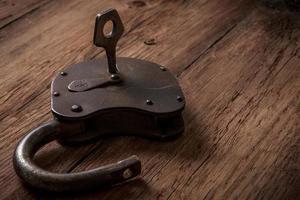 llave y cerradura oxidada