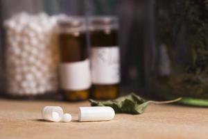 píldora cápsula con homeopatía foto