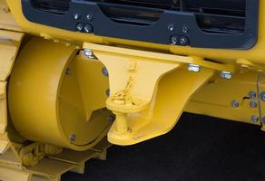 Cerca del nuevo enganche del tractor con barra de remolque foto