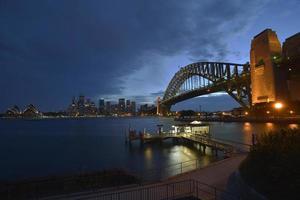 sydney harbour puente crepúsculo foto