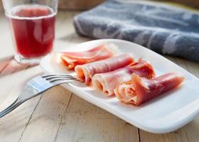 plato de jamón curado foto