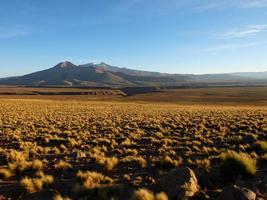 pôr do sol sobre o alto deserto boliviano