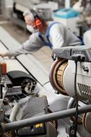 trabajador textil en fábrica foto