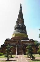 antigua pagoda en wat yai chaimongkol,