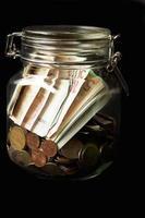 euros dans un pot
