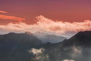 hermosos paisajes de montaña en los Alpes