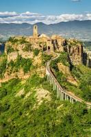 ciudad antigua en la colina en toscana