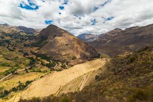 Terrazas de los incas en pisac, valle sagrado, perú