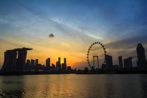 silhueta da cidade de Singapura crepúsculo