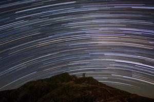 observatorio y los rastros de estrellas