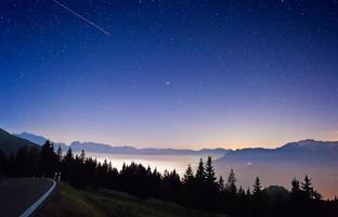 Sterne mit Bergpanorama